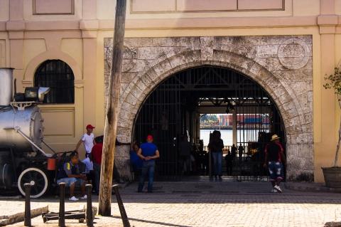 Mercado Artesanal Antiguos Almacenes de San José - La Habana